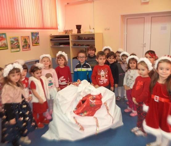 Коледни забавления в детска градина